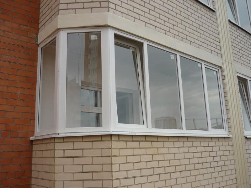 Остекление балконов пластиковыми окнами..